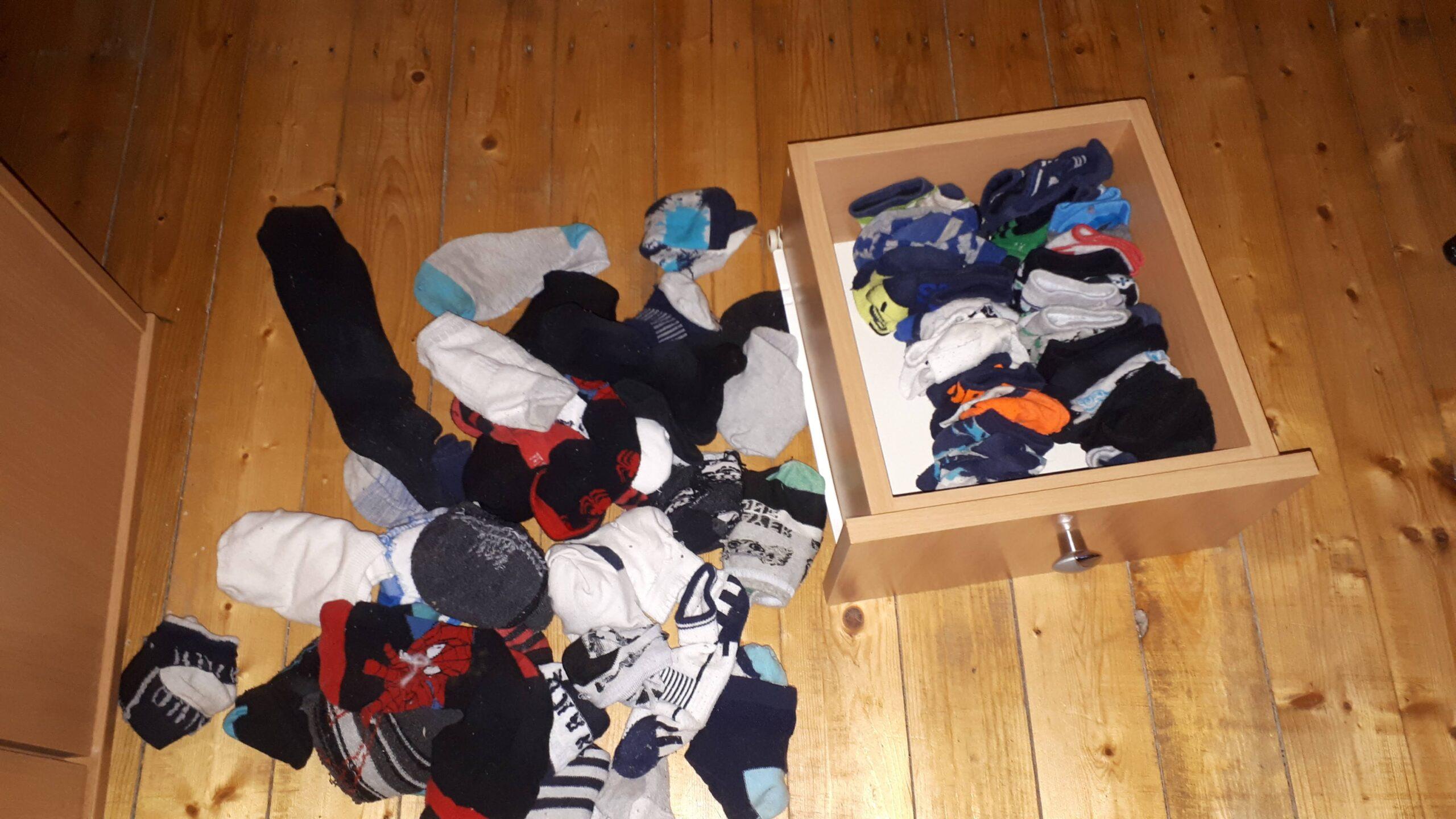 Konmari zokni hajtogatás folyamatban